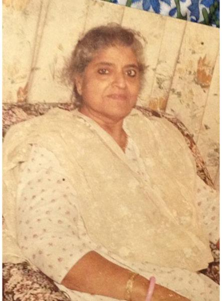 Swaran Lata wearing surma